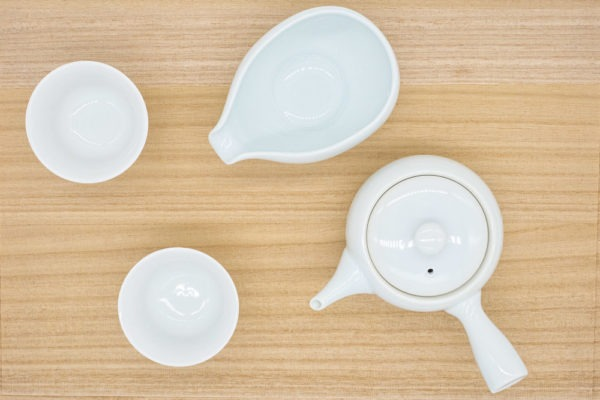 Four-piece teaware set in white porcelain made in Arita, Japan, to brew gyokuro green tea, with a small tea pot (kyusu), water cooler and two cups.