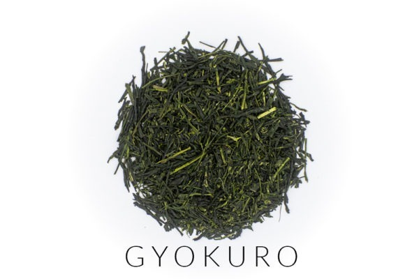 Needle-shaped and deep emerald dento hon gyokuro leaves from Yame, Japan, in a circle shape. Under the leaves, the word GYOKURO is written.